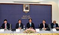 Premierminister Nguyen Tan Dung führt Gespräch mit Unternehmern Vietnams und Algeriens