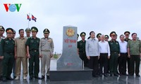 Staatspräsident Truong Tan Sang besucht Soldaten und Bewohner an der Grenze Loc Ninh