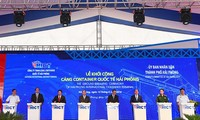 Premierminister Nguyen Xuan Phuc befiehlt den Baubeginn der Containerterminals des Hafens Lach Huyen