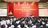 Premierminister Nguyen Xuan Phuc nimmt an Konferenz zur Umsetzung der Parteibeschlüsse teil