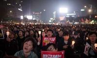 Demonstrationen in Seoul von Anhängern und Gegnern Park Geun-hyes