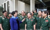 Nguyen Thi Kim Ngan: Parlament wird Politik für Menschen mit Verdiensten vervollkommnen