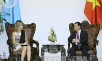 Vizepremierminister Vuong Dinh Hue empfängt niederländische Königin Maxima