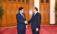 Premierminister Nguyen Xuan Phuc empfängt Vizevorsitzenden von ExxonMobil und Ex-Bürgermeister Osans