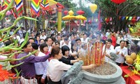 Herbstfest Con Son-Kiep Bac zieht zehntausende Besucher auf sich