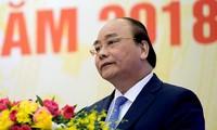 Premierminister Nguyen Xuan Phuc leitet Regierungssitzung für Dezember