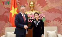 Parlamentspräsidentin empfängt Botschafter der USA und Kanadas