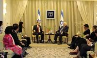 Parteileiter von Ho Chi Minh Stadt Nguyen Thien Nhan trifft Israels Präsident Reuven Rivlin