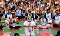 Indien feiert den internationalen Yoga-Tag