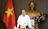 Premierminister Nguyen Xuan Phuc leitet eine Sitzung für Meeresstrategie