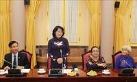Vizestaatspräsidentin Dang Thi Ngoc Thinh trifft Menschen mit Verdiensten der Provinz An Giang