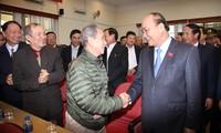 Premierminister Nguyen Xuan Phuc trifft Wähler nach der Parlamentssitzung