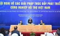 Premierminister Nguyen Xuan Phuc nimmt an Konferenz über Entwicklung der Zulieferindustrie teil