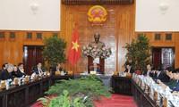 Premierminister Nguyen Xuan Phuc leitet eine Regierungssitzung zur Bewertung der Aktivitäten zum Tetfest 2019