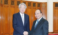 Premierminister Nguyen Xuan Phuc empfängt Singapurs Vizepremierminister Teo Chee Hean