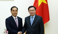 Vizepremierminister Vuong Dinh Hue trifft Präsident des südkoreanischen Konzerns KRC