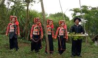 Das Schaukeln der Ha-Nhi zum Fest der Regensaison