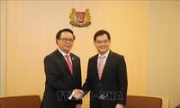 Delegation der KP Vietnams besucht Singapur
