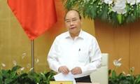 Premierminister Nguyen Xuan Phuc leitet die Regierungssitzung über Gesetzgebung