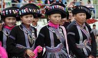Die Tracht der Frauen der Volksgruppe Lu in der Provinz Lai Chau