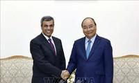 Premierminister Nguyen Xuan Phuc empfängt Kuwaits Ölminister Khaled Al Fadhel