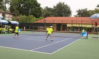 Umgerechnet mehr als 23.000 Euro für arme Kinder aus dem Tenniswettbewerb der Saigoner Unternehmer