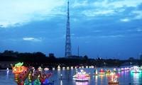 """""""Tourismusfesttag – Nacht der Wasserlaternen in Ninh Kieu"""""""