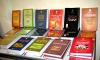 """Vorstellung einiger Bücher des sogenannten """"Bücherschranks Thang Long"""""""