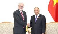 Premierminister Nguyen Xuan Phuc empfängt deutschen Botschafter Hildner