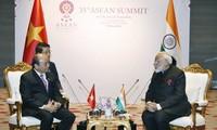 35. ASEAN-Gipfel: Premierminister Nguyen Xuan Phuc trifft indischen Premierminister Narendra Modi