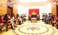 Leiter des KPV-Wirtschaftskomitees trifft Facebooks Vizepräsident für öffentliche Politik im Asien-Pazifik