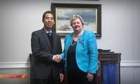Vizeaußenminister To Anh Dung auf Dienstreise in Großbritannien über den Tod von 39 Migranten