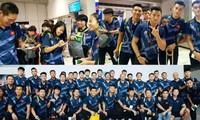 Vietnamesische U22-Fußballmannschaft und Fußballnationalmannschaft der Frauen in Manila eingetroffen