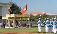 Premierminister Nguyen Xuan Phuc trifft Myanmars Präsident Win Myint