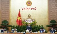 Premierminister Nguyen Xuan Phuc leitet die Regierungssitzung für Dezember