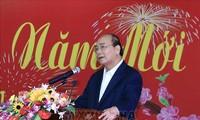 Der Premierminister trifft Leiter und ehemalige Leiter der Parteiorgane in Zentralvietnam