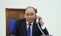 Premierminister Nguyen Xuan Phuc führt ein Telefonat mit seinem australischen Amtskollegen Morrison