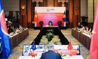 Pressekonferenz über Ergebnisse der ASEAN- und ASEAN+3-Wirtschaftsministerkonferenz