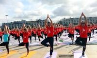 Fast 3000 Menschen feiern den 6. Weltyogatag