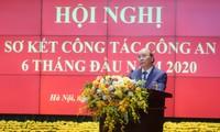 Premierminister Nguyen Xuan Phuc: die Polizei hat einen wichtigen Beitrag zur Covid-19-Bekämpfung geleistet