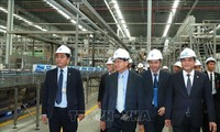 Laos Premierminister Thongloun Sisoulith besucht vietnamesische Wirtschaftsmodelle