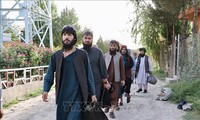 Verhandlungsgruppe der Taliban reist nach Katar für Friedensgespräche mit der afghanischen Regierung
