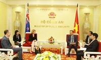 Polizeiminister To Lam empfängt Neuseelands Botschafterin Wendy Matthews