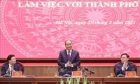 Regierung führt günstige Politik, damit Hanoi sich entwickeln kann