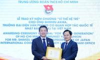 Zentraljugendverband überreicht Erinnerungsorden an Vertreter des JICA-Büros in Vietnam