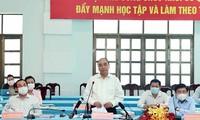 Staatspräsident Nguyen Xuan Phuc besucht Cu Chi und Hoc Mon