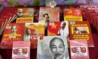 """Armee-Bibliothek eröffnet die Buchausstellung """"Ho Chi Minh – die Reise des Jahrhunderts"""""""