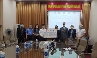 Übergabe von 190.000 Antigen-Schnelltests von vier deutschen Bundesländern an Vietnam