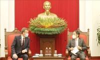 Leiter des KPV-Wirtschaftskomitees Tran Tuan Anh empfängt Australiens Handelsminister Tehan