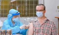 Ausländer und Arbeitskräfte im Tourismusbereich werden gegen Covid-19 geimpft